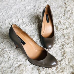 ANN TAYLOR • Round Toe  Leather Pumps • Grey/Brown